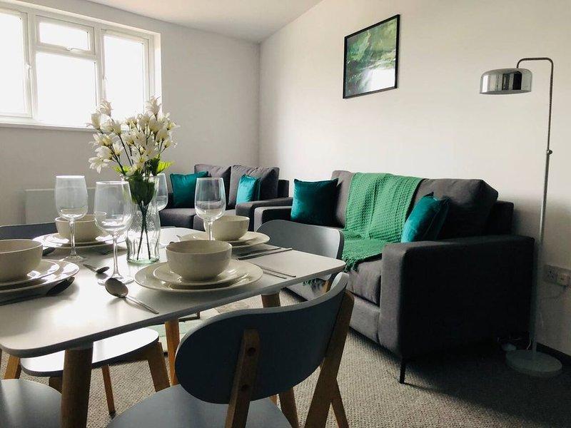 ELD2 - Spacious 2 bedroom, Free parking & Netflix, holiday rental in Peterborough