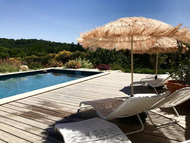Villa à GOUDARGUES - Piscine avec vue, holiday rental in Saint-Andre-d'Olerargues