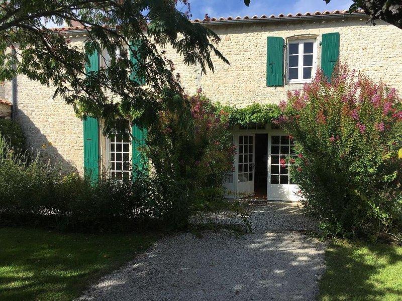Magnifique maison de caractère avec piscine à 10' de Chatelaillon-Plage, location de vacances à Ardillieres
