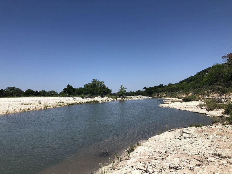 Charming Casa Rio on the Johnson Fork of the Llano River, holiday rental in Segovia