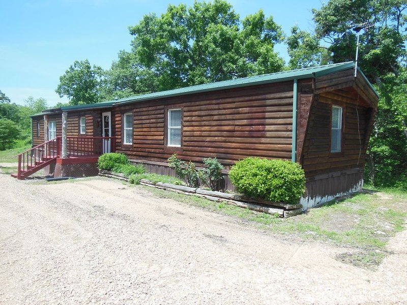 CABIN IN THE WOODS , FAMILY AND PET FRIENDLY, holiday rental in Tightwad