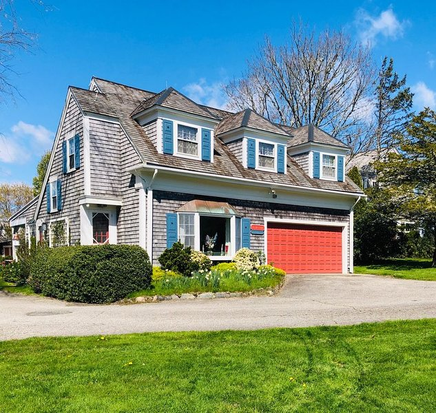 3B/2b Carriage House amidst gardens of park-like estate, holiday rental in Westport Point