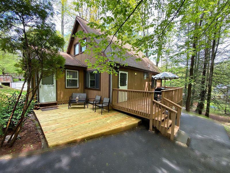 Cozy Cottage In The Woods (WLE Community), location de vacances à Lakeville