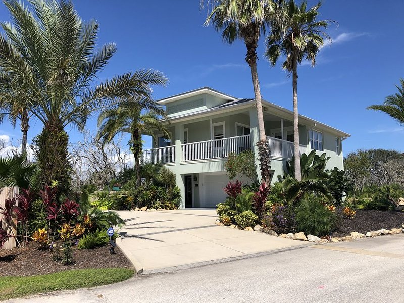 Like New Spectacular Luxurious Beach Home.  This home is in pristine condition!!, casa vacanza a Palm Coast