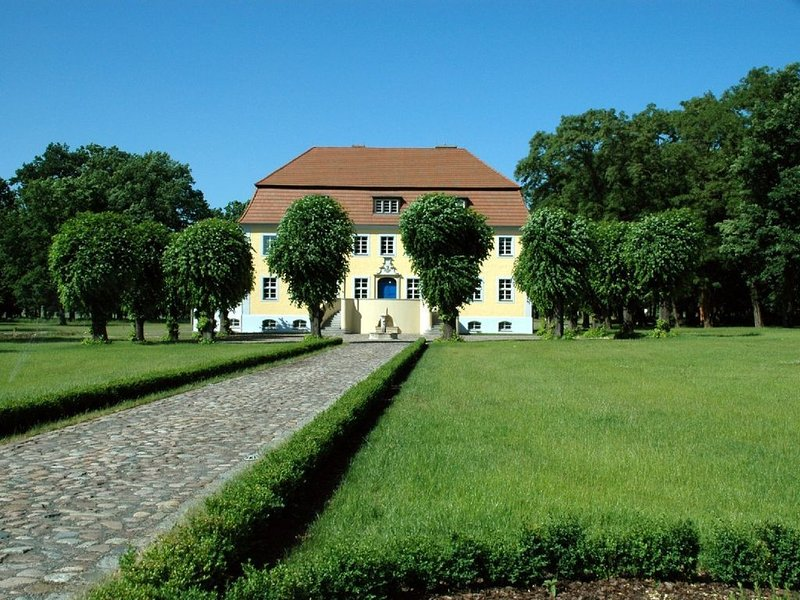 Urlaubsparadies inmitten der Natur denkmalgeschützte Gutsanlage, aluguéis de temporada em Altdoebern
