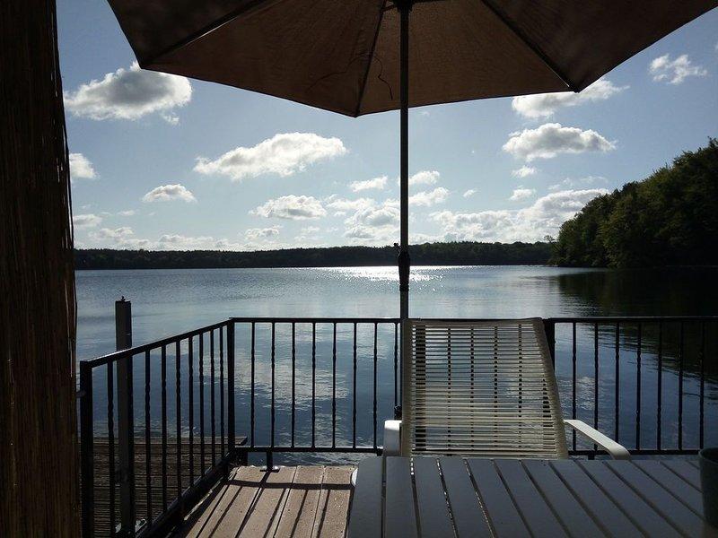 Bootshaus auf dem Schwarzer See, holiday rental in Diemitz