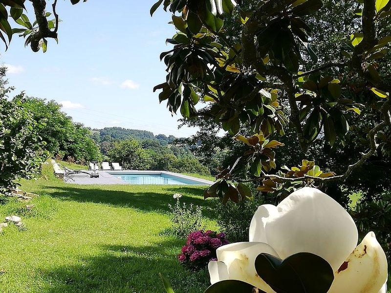 Campagne, tranquillité, sérénité avec jardin et et vue, casa vacanza a Saint-Esteben