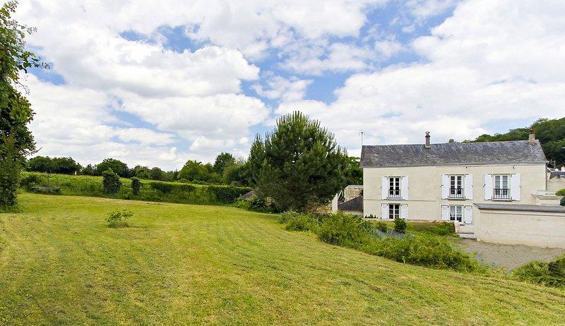 Gîte de charme *** dans le village de FONTEVRAUD L'ABBAYE, aluguéis de temporada em Varennes sur Loire