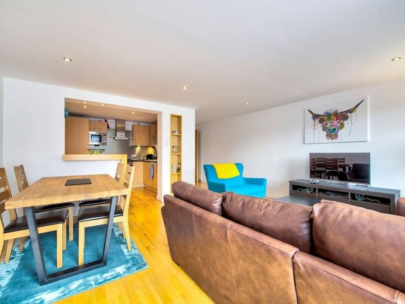 New Town 3bed/2bath Apt with free Parking & Lift!, vacation rental in Edinburgh