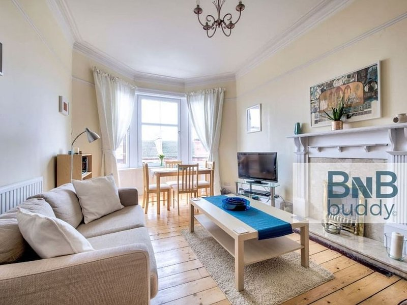 Safe and Secure in a Bright & Spacious 2bed West End Apt., location de vacances à Glasgow