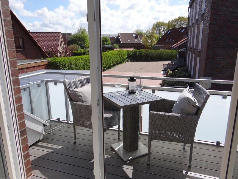 Obergeschoss- Ferienwohnung (Neubau, Fertigstellung 04-2020) mit kleinem Balkon, holiday rental in Carolinensiel