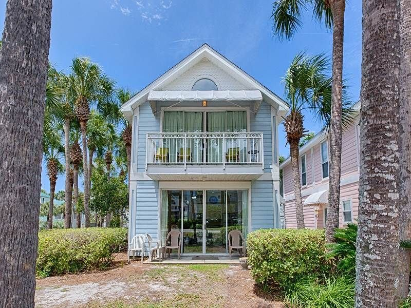 Premium Cleaned | Comfortable, open cottage, Steps to the gulf, Close to dining, vacation rental in Destin