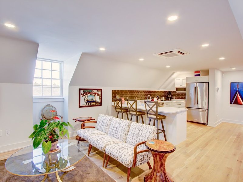 Enviable Location Blending Charm and Comfort, holiday rental in Charleston