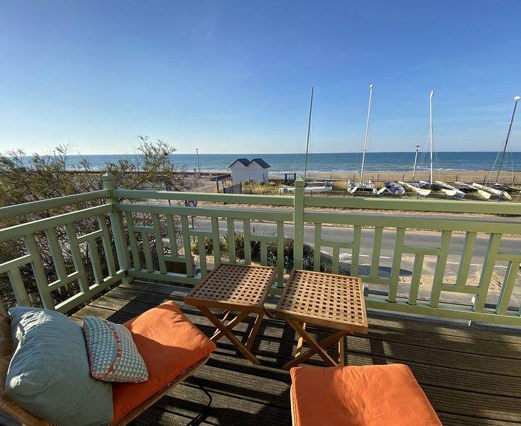VILLA en FRONT DE MER, vue mer, accès direct plage du débarquement, Ferienwohnung in Benouville