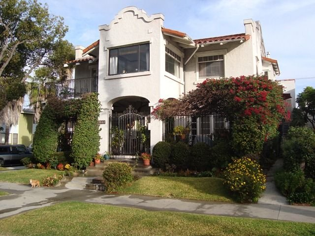 100 + Year Old Mission Revival Home, vacation rental in Long Beach