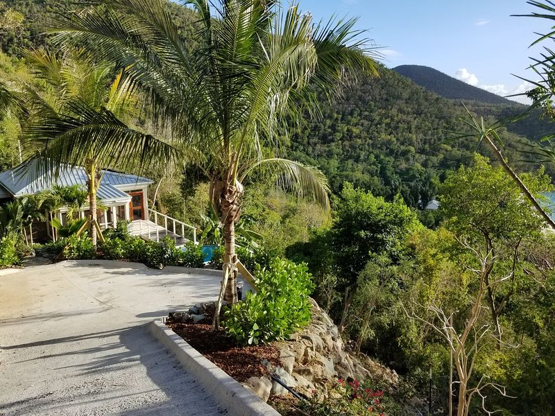 Stunning North Shore Honeymoon Cottage inside Park, alquiler de vacaciones en Caneel Bay