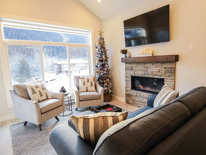 Modern 4 Season Mountain Living, holiday rental in Sun Peaks