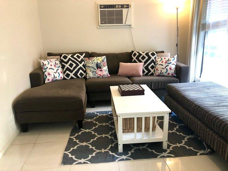 Family & dog-friendly cottage, walk to beach, vacation rental in Ettalong Beach