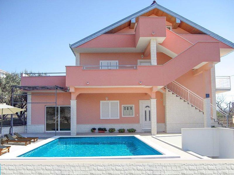 Apartman Tomislav, 6 à 8 personnes, tout confort, calme et repos, alquiler de vacaciones en Kastel Stari