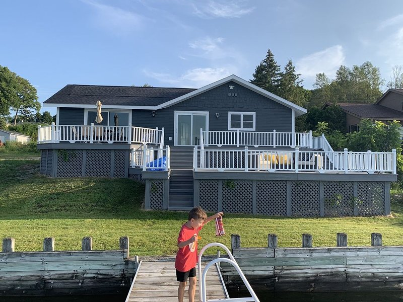 Fully Remodeled LAKEFRONT Boyne City home.  Walking distance to downtown!, holiday rental in Walloon Lake