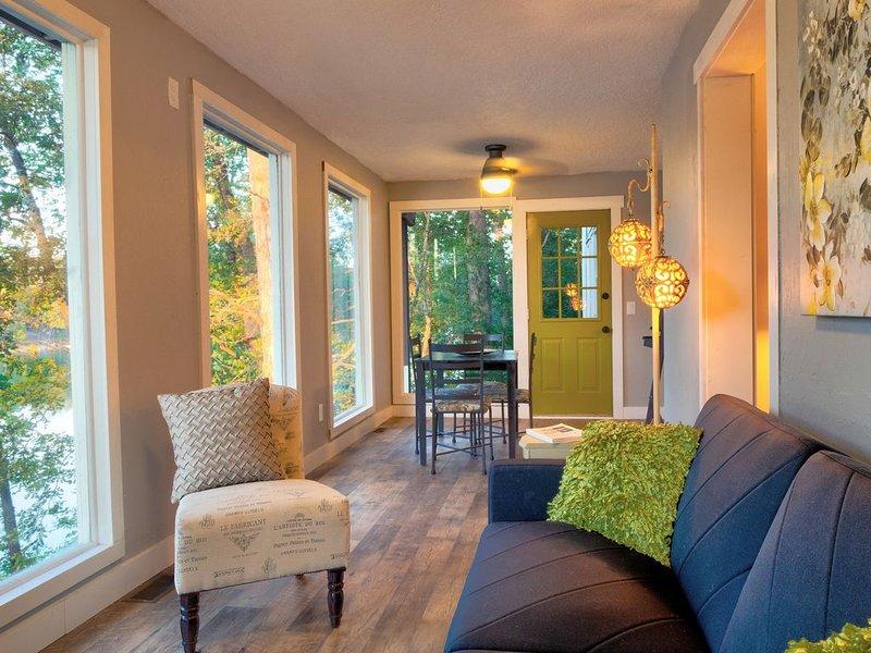 The Green Door at Lake Avalon, casa vacanza a Pineville