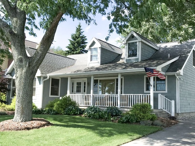 Canal House - Centrally Located On The Sturgeon Bay Waterfront, holiday rental in Sturgeon Bay
