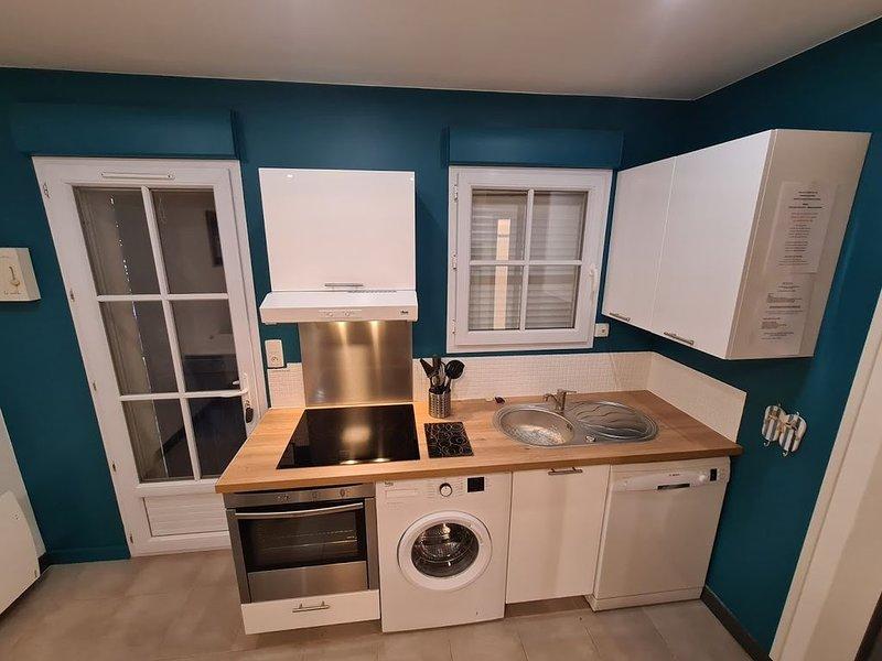 MAISON, 2 CHAMBRES, TERRASSE, WIFI, PARKING,  COMMERCES,  LINGE DE LIT FOURNI, holiday rental in L'Ile-d'Olonne