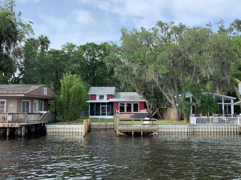River house with 2 boat docks – semesterbostad i Lake County