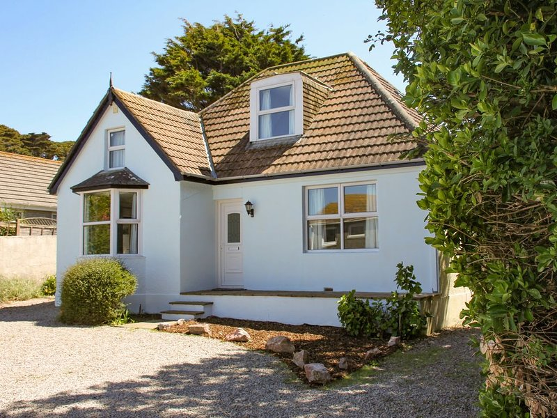 The Bach, CARBIS BAY, holiday rental in St Ives