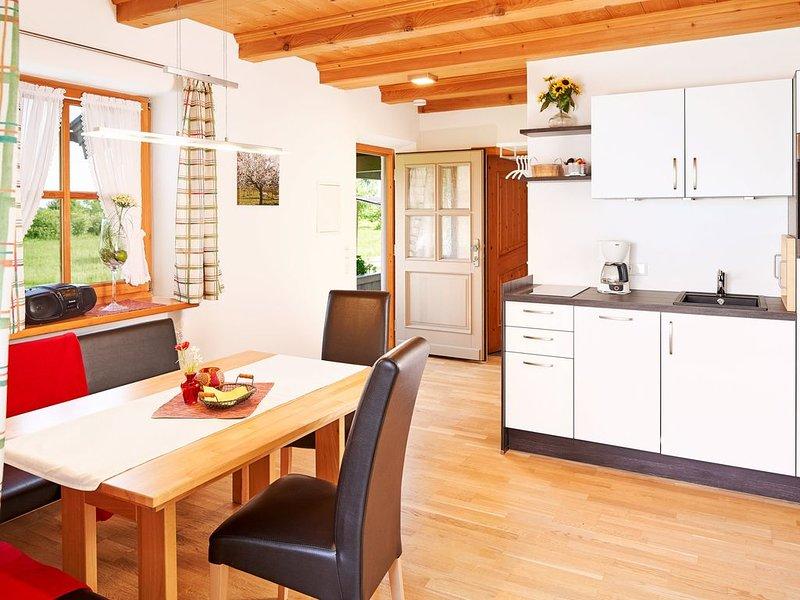 Ferienwohnung bis 2 Personen, 1 sep. Schlafzimmer, EG. Terrasse, vakantiewoning in Fischbachau