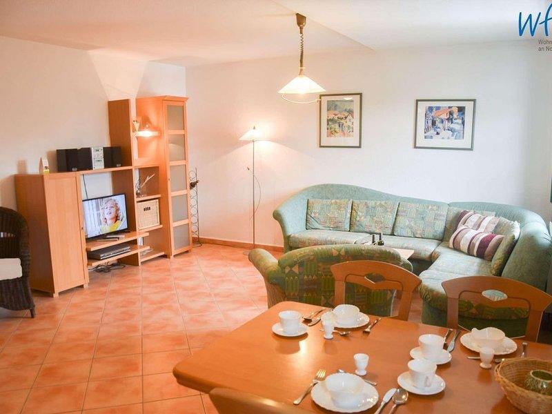 Strandnahe und komfortable Ferienwohnung mit separatem Schlafzimmer!, holiday rental in Lobbe
