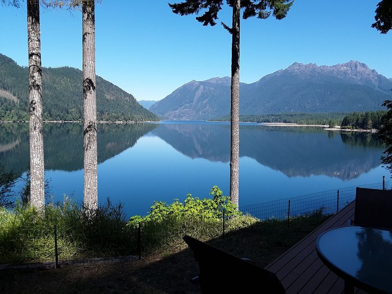 Newer Cozy Lake Cushman Home With Spectacular Views From Every Room, vacation rental in Hoodsport
