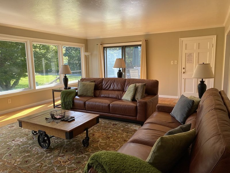 Clean, Beautiful & Peaceful Escape, Amazing Mtn Views, Numerous wineries, casa vacanza a Lawndale  Sonoma County