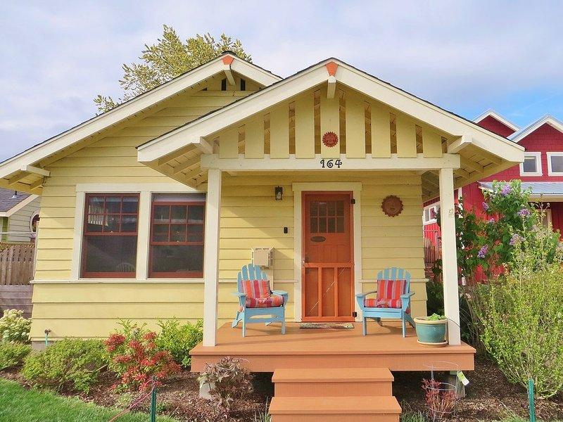 Charming historic cottage just 4 blocks from downtown (Licensed PA 17-248), vacation rental in Ashland