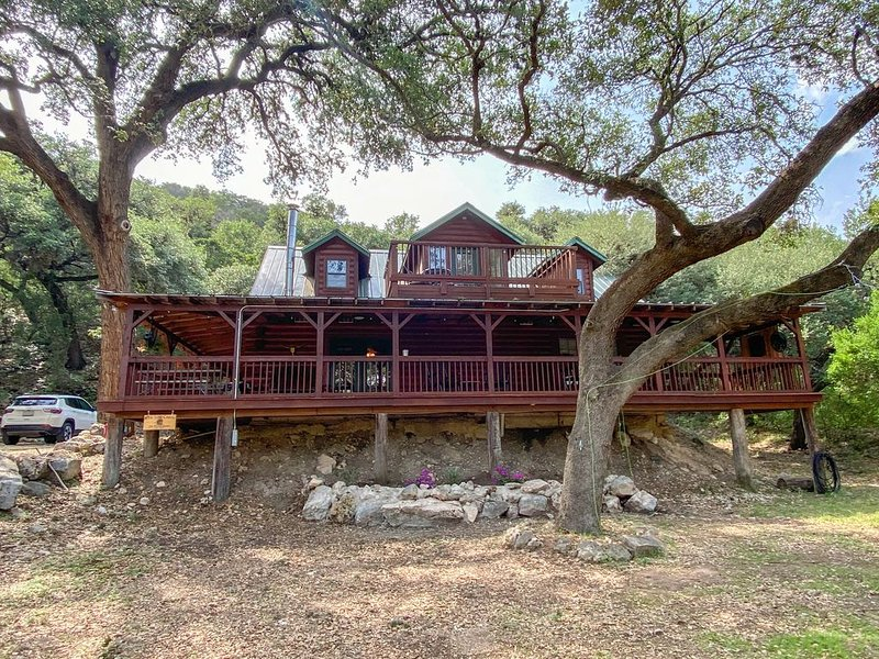 Log Cabin on River Road, vacation rental in Sabinal