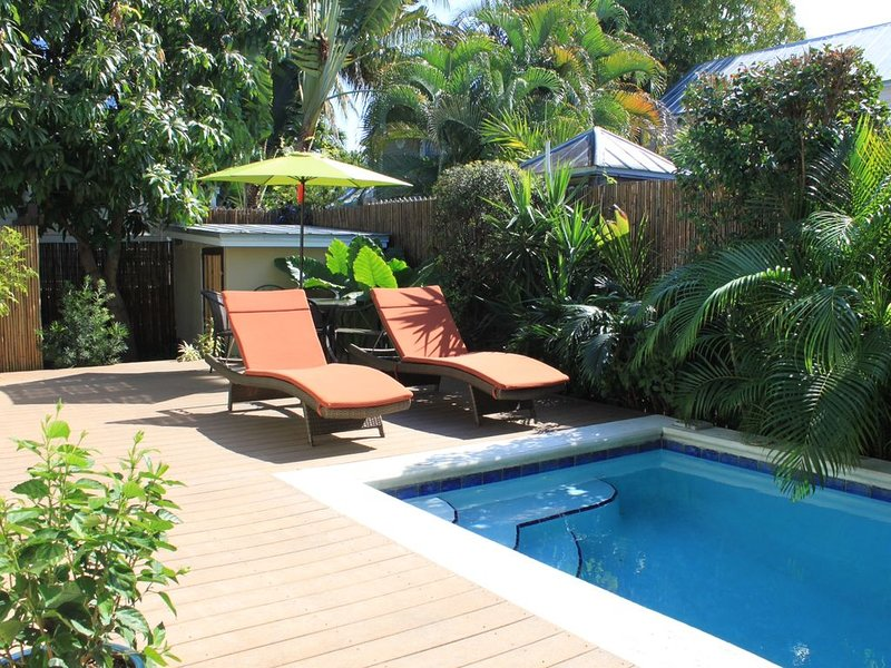 Sunshine Daydream: Private Home 1/2 Block Off Duval in Gallery District -, vacation rental in Key West