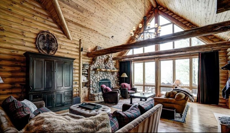 1st time available for Vacation Rentals & Retreats - right on Little Round Lake, alquiler de vacaciones en Hayward