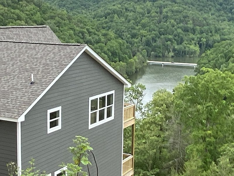 Breathtaking 6Bd/6 Bath/PRIVATE DOCK All The Bells and Whistles!, vacation rental in La Follette