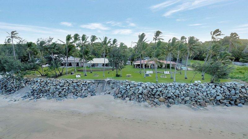 Mackay, Blacks Beach - beachfront Beach 42, vacation rental in Blacks Beach