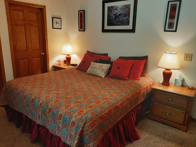 Comfy, Quiet & Cozy Eau Claire, WI, USA, vacation rental in Altoona