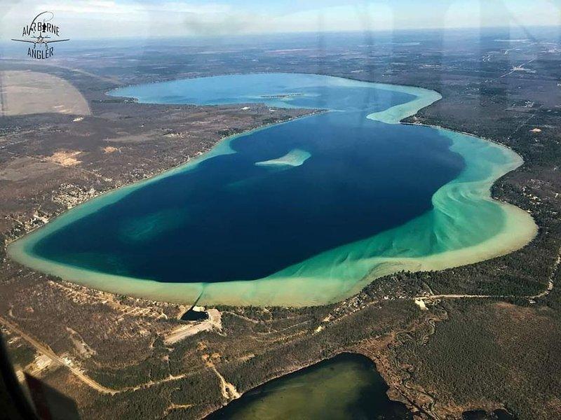 Higgins lake area Outdoor paradise, hunting, fishing, trail and lake access, aluguéis de temporada em Higgins Lake