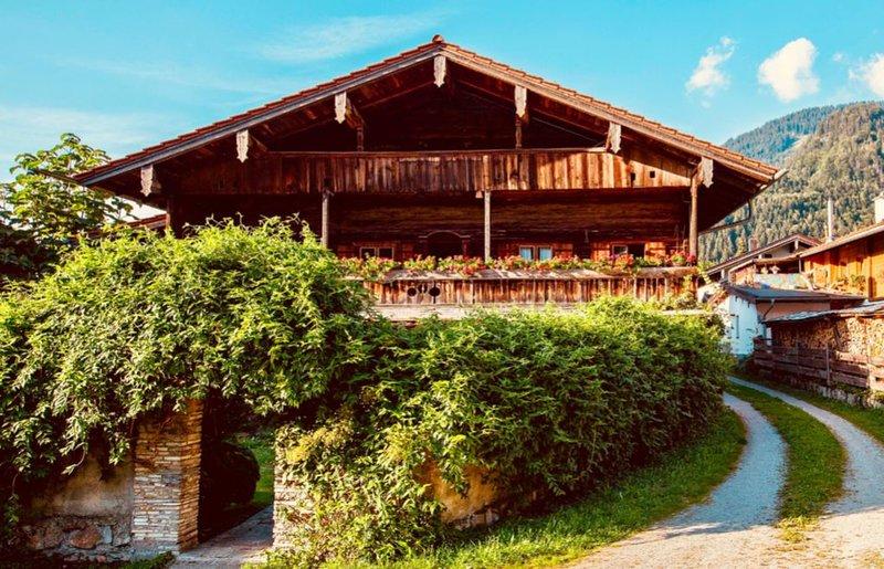 Historisches Bauernhaus im Chiemgau, vacation rental in Ubersee