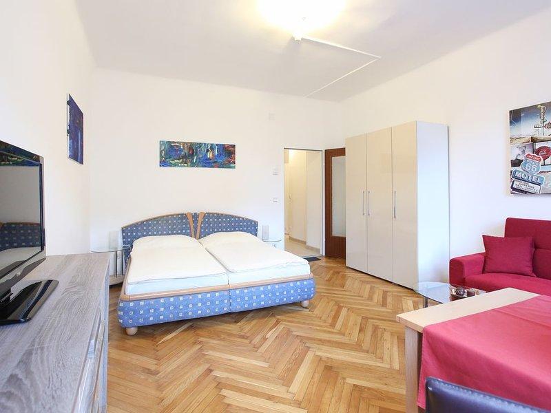 Schönes, neu renoviertes Apartment für 2 Personen, holiday rental in Gerasdorf bei Wien