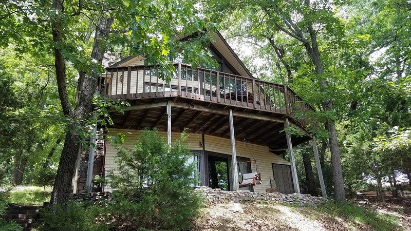 Beaver Ridge-Big Lake View-Pool & Marina Nearby! Big Fire Pit for Group!, vacation rental in Garfield