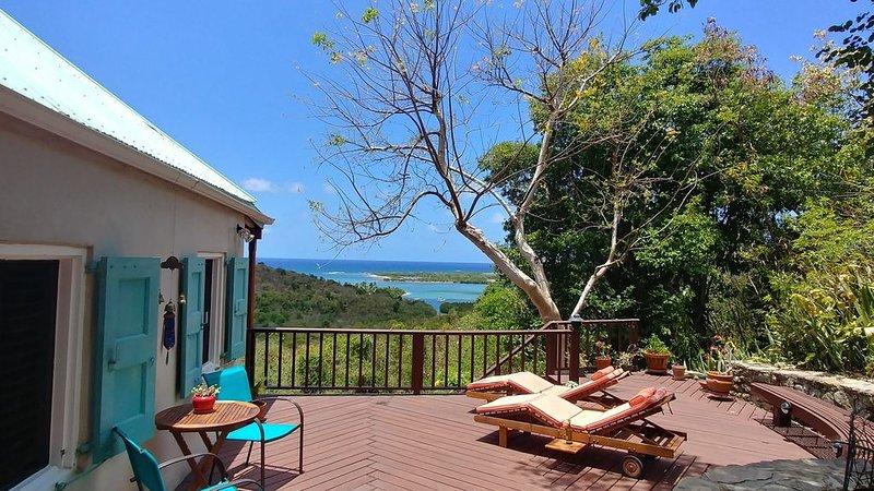 2br/2ba Private Hideaway with Ocean Views - Wabi Sabi House, location de vacances à Kingshill