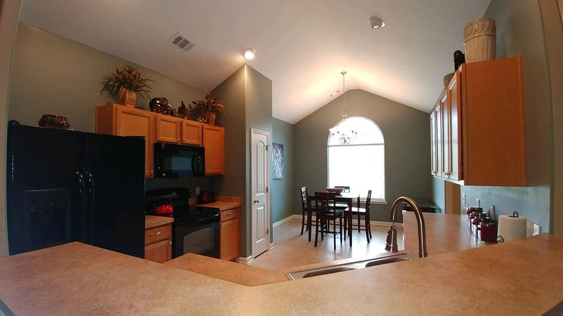 Large Home, Central Location, Great backyard!, vacation rental in Midway
