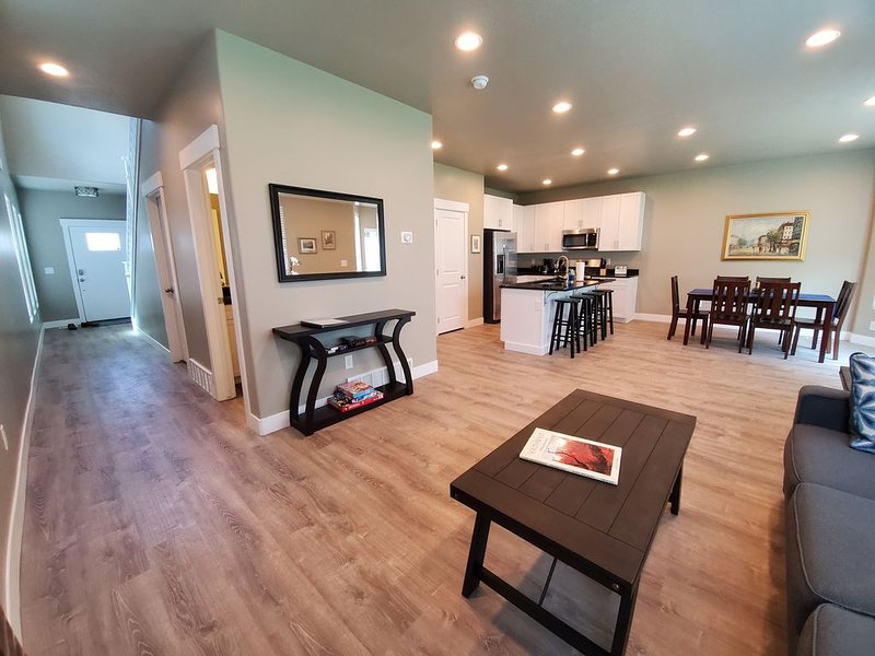 Brand new Utah townhome in heart of the valley (completed June 2020), location de vacances à Midvale