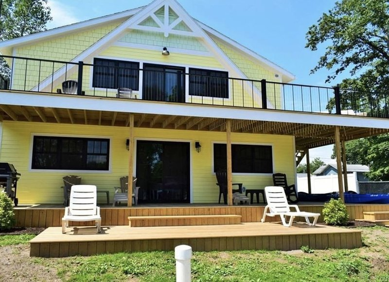 The Kayak Shack Sylvan Beach, 1st Floor Unit, vacation rental in Oneida