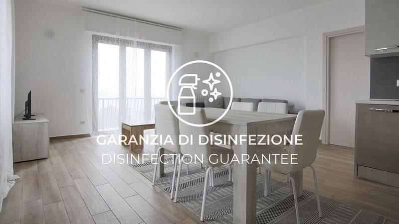 Moderno e luminoso appartamento con Wi-Fi vicino alla stazione, vacation rental in San Fermo della Battaglia