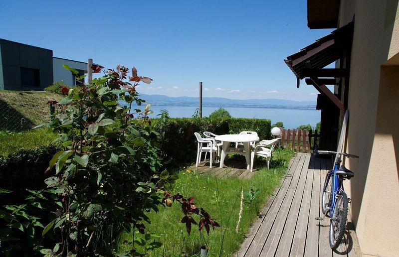 F2 en rez de chaussée avec jardinet et vue sur le lac, holiday rental in Evian-les-Bains